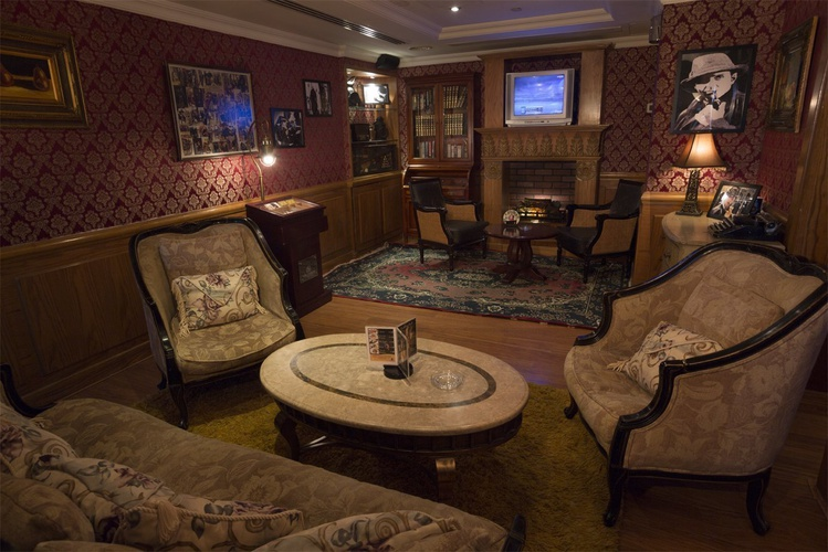 Pub inglés sherlock holmes arabian courtyard hotel & spa bur dubaï