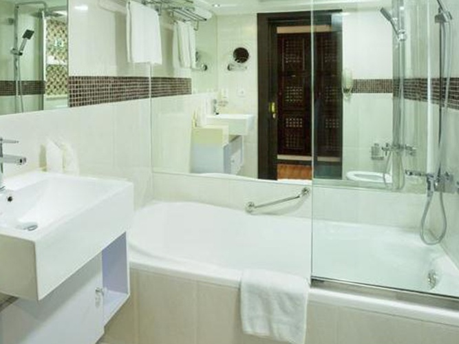 Salle de bains arabian courtyard hotel & spa bur dubaï