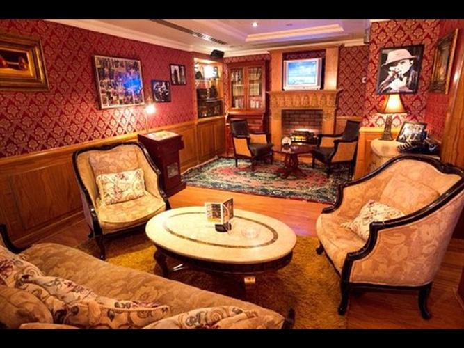 Anglais pub sherlock holmes arabian courtyard hotel & spa bur dubaï