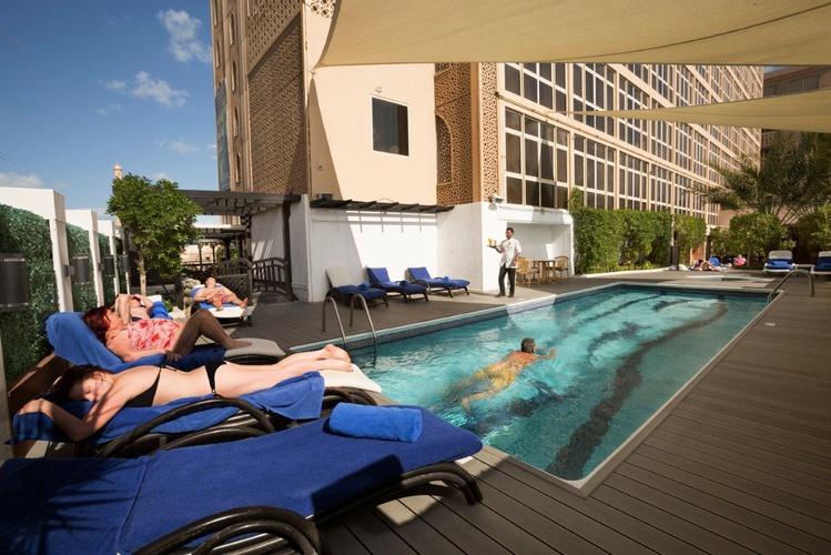 Piscine arabian courtyard hotel & spa bur dubaï